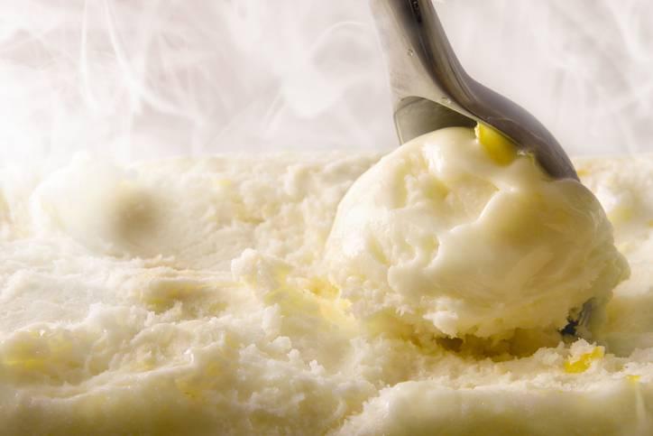 Gelato al limone senza latte, la ricetta veloce con il Bimby