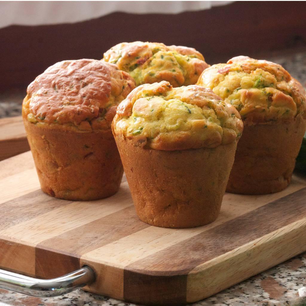 Muffin alle zucchine, un antipasto veloce e irresistibile da servire