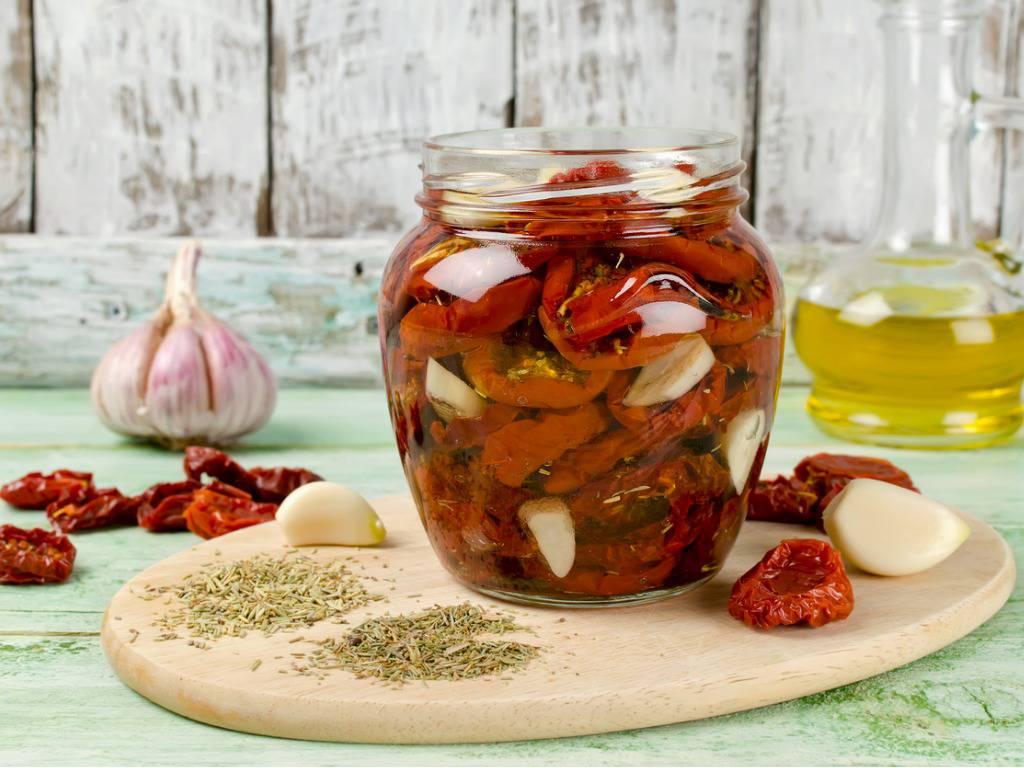 Pomodorini e capperi sott'olio, una conserva gustosissima e veloce