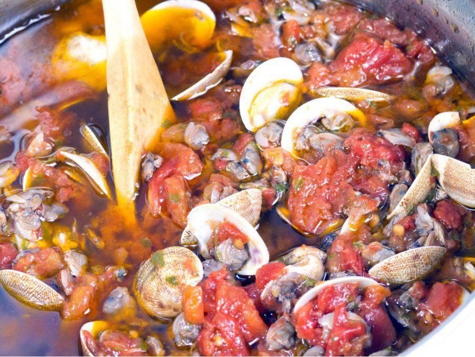 zuppa di vongole al pomodoro