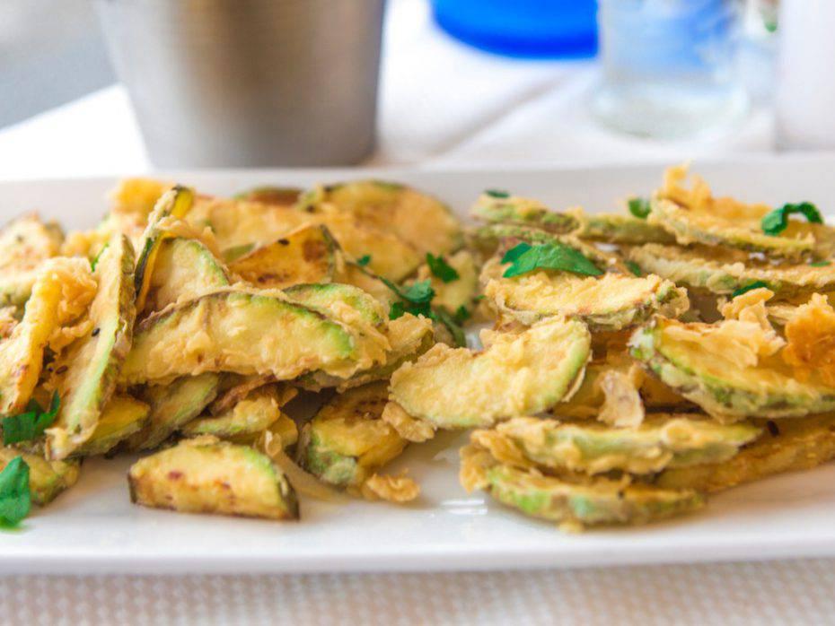 zucchine in padella con salvia e aglio