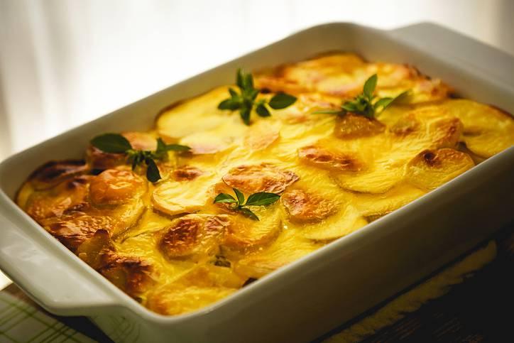 Patate al parmigiano e prezzemolo, un contorno povero e irresistibile