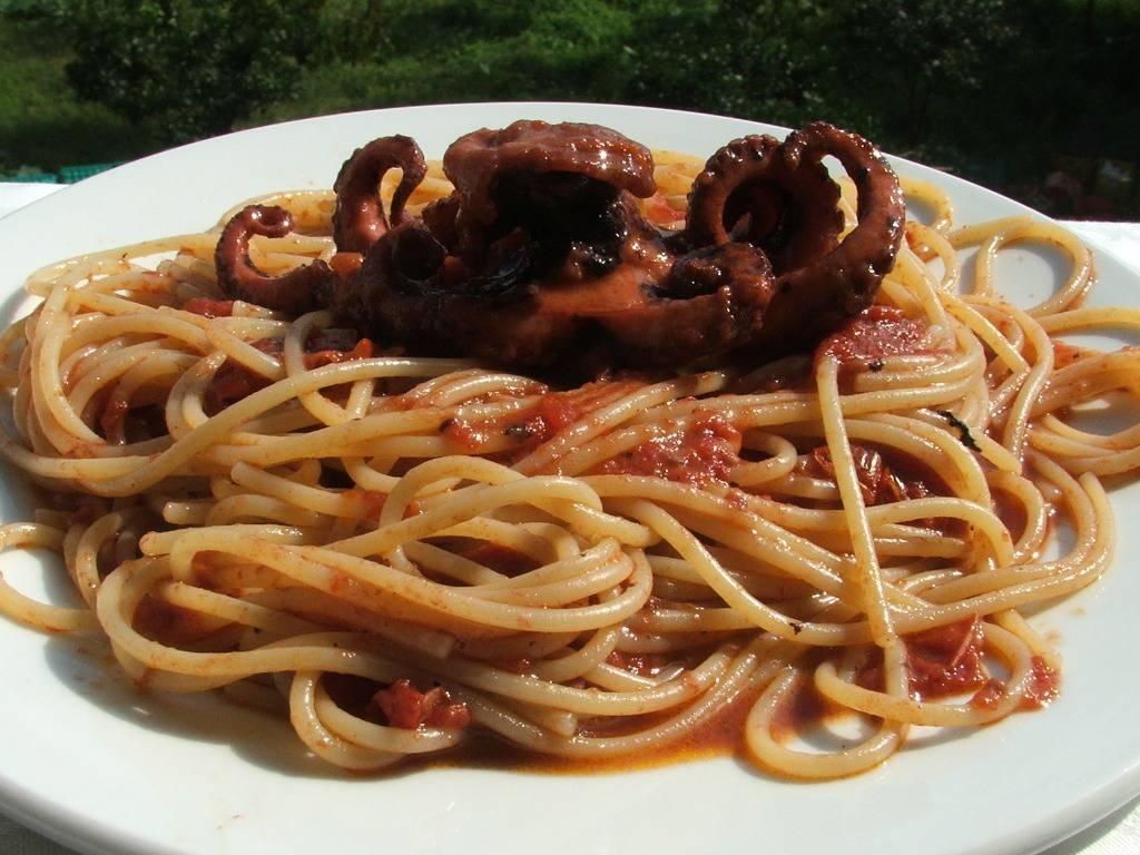 Spaghetti con i moscardini, un piatto di mare dal sapore prelibato