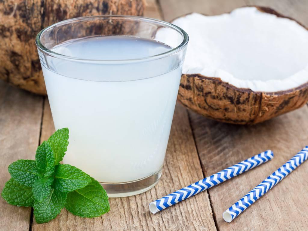 Acqua di cocco: la bevanda che vi farà perdere peso facilmente