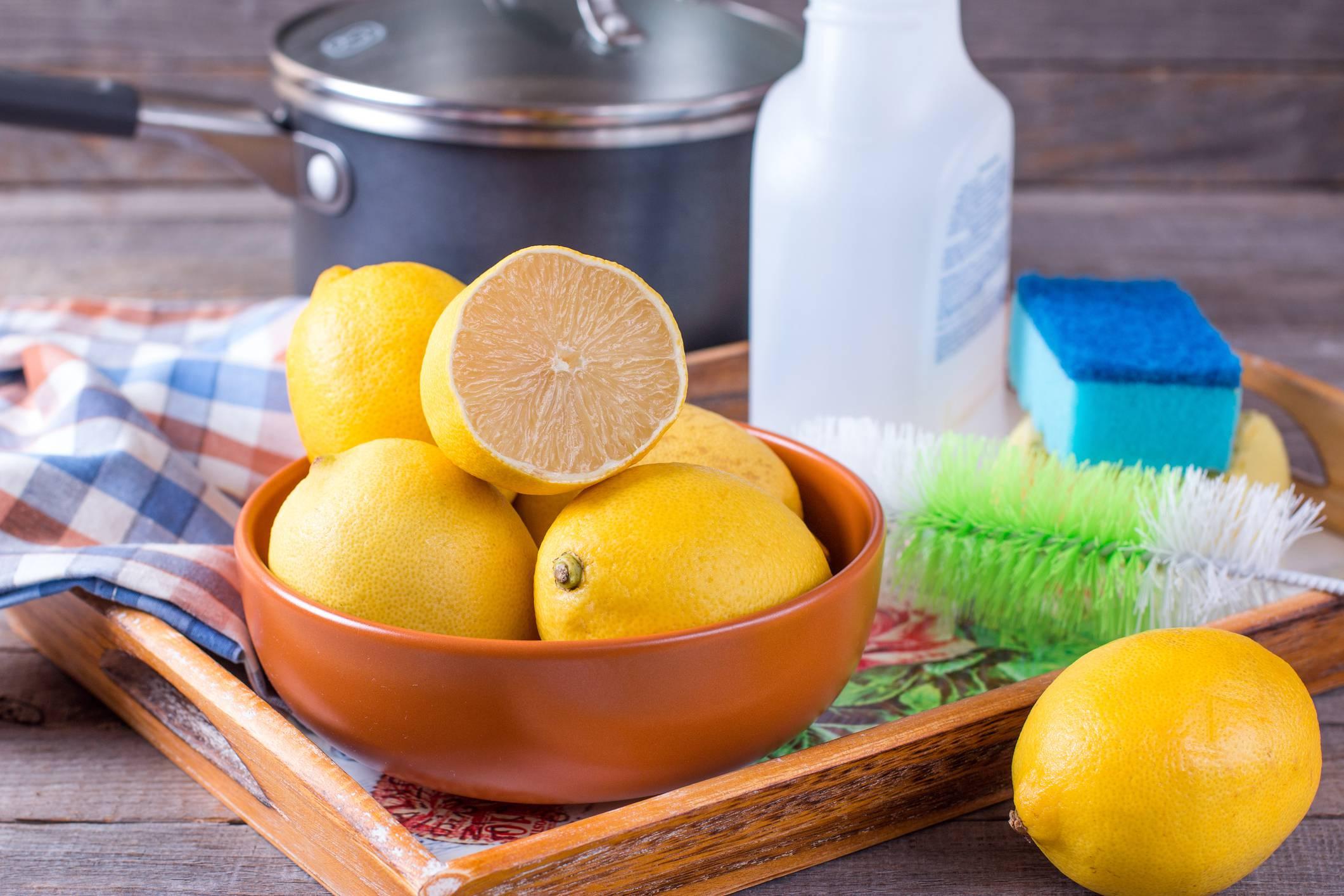 Limone, timo e aceto: il detergente fai da te per pulire casa