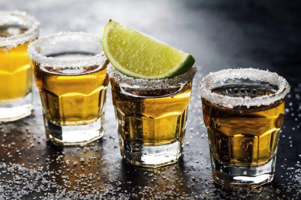 Uno shot di tequila è meglio di un bicchiere di vino o di birra
