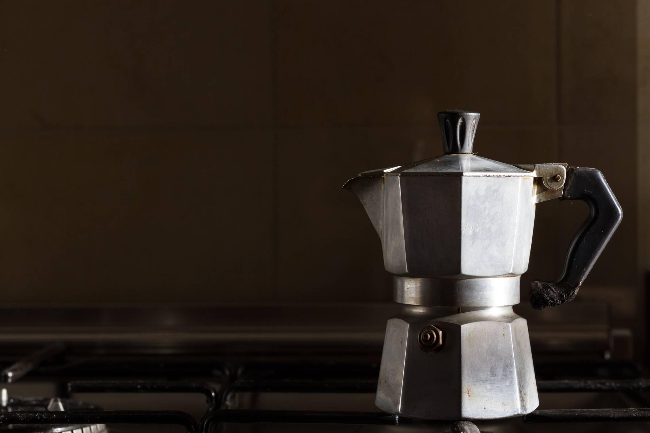 Come pulire la caffettiera con acqua e sale