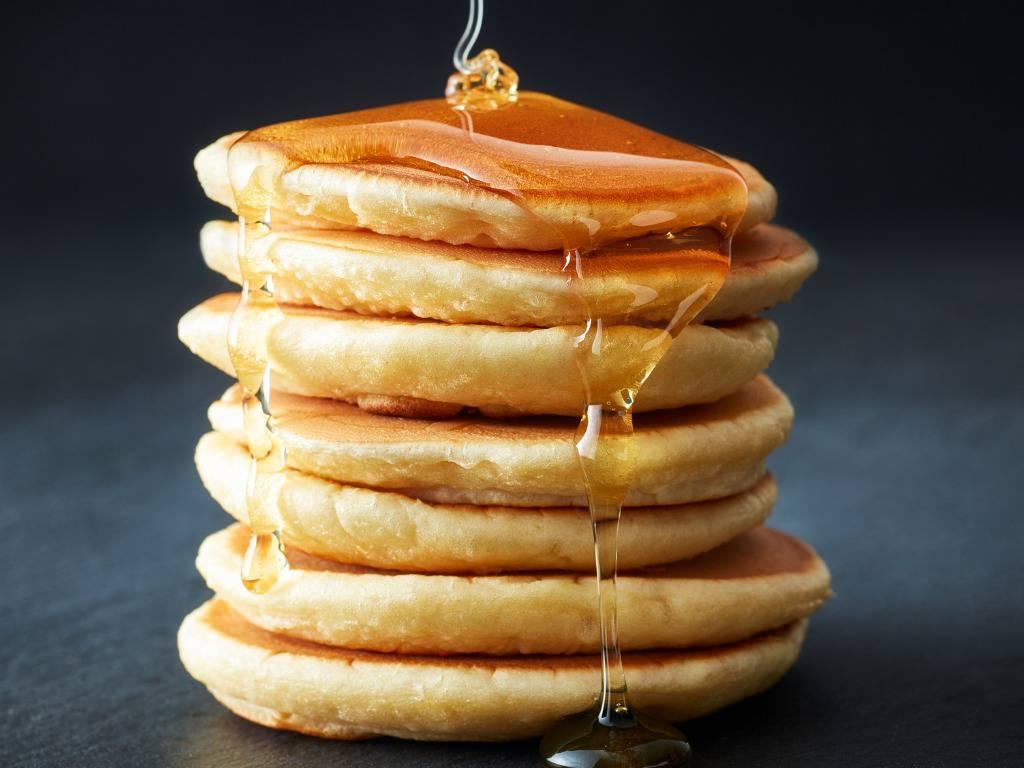 Pancakes allo yogurt, soffici e profumati per una super colazione
