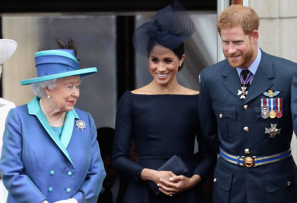 La regina Elisabetta e Meghan in disaccordo a tavola: c'è una insopportabile rinuncia