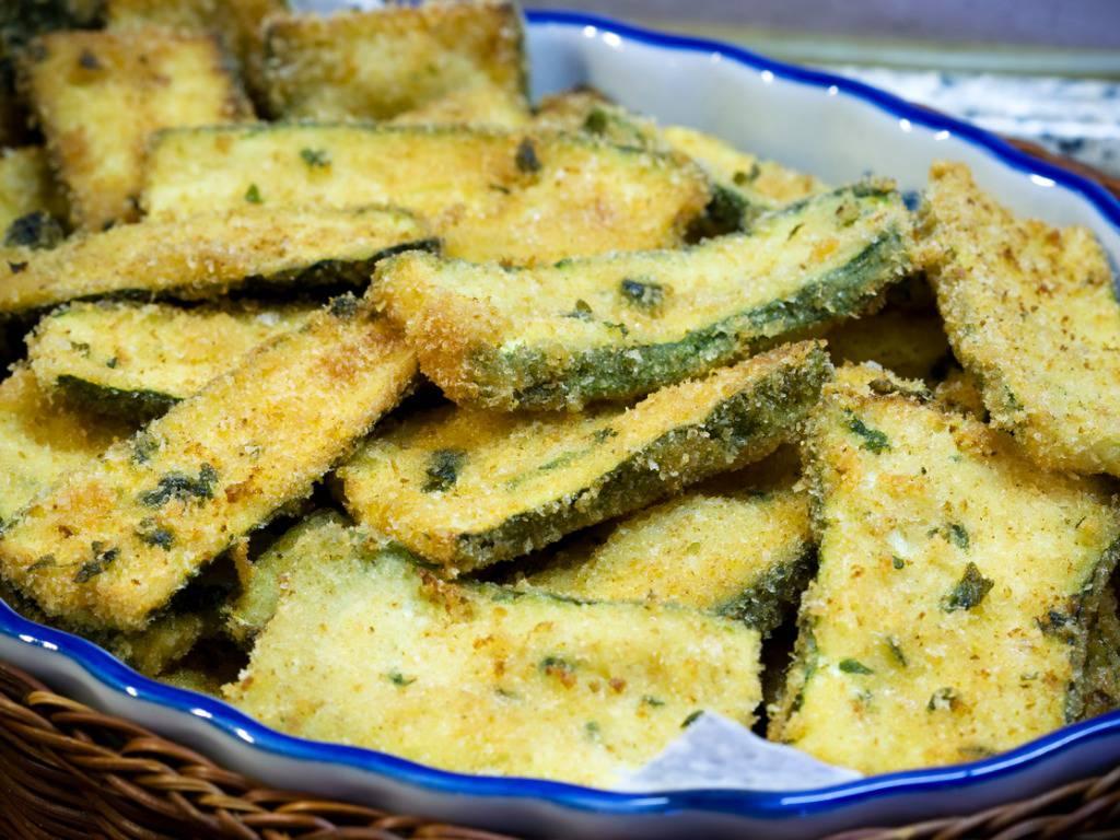Zucchine impanate e grigliate, un contorno molto saporito e veloce