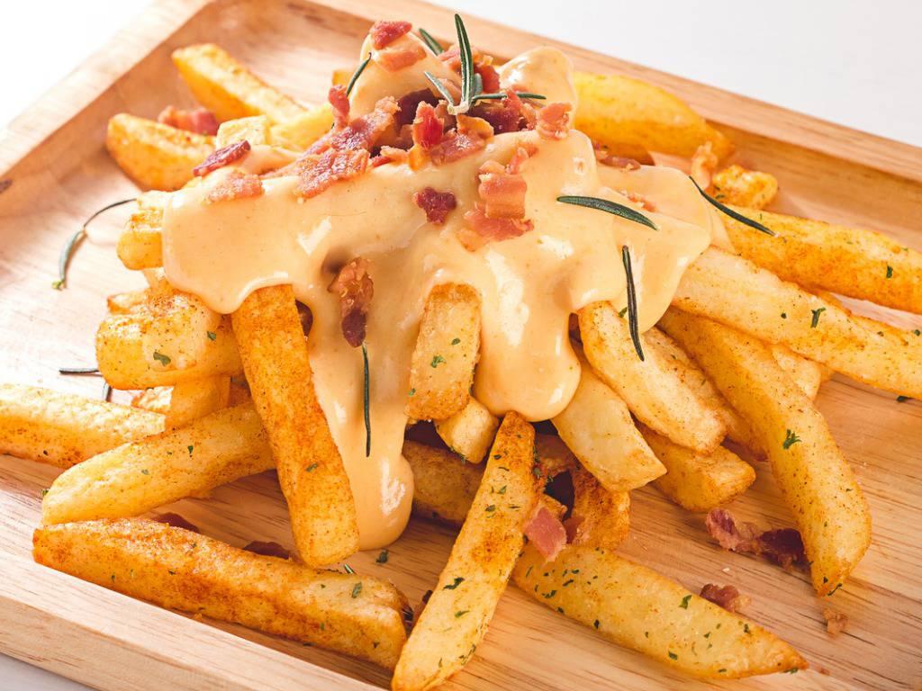 Patate fritte con salsa al formaggio