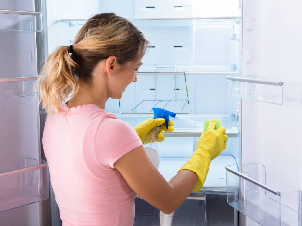 Ecco come pulire per bene il frigorifero con prodotti naturali