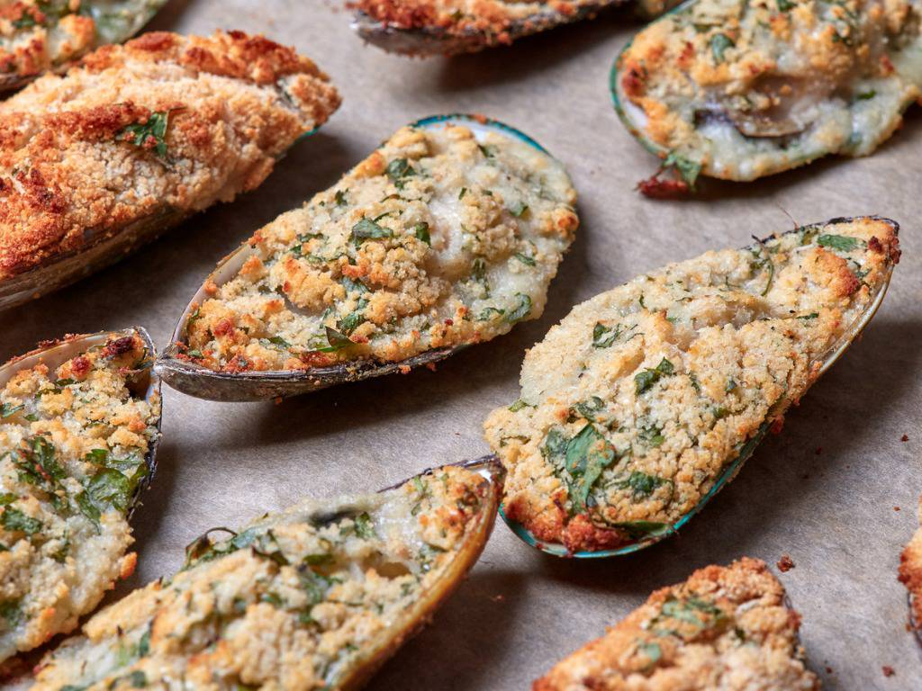 Cozze gratinate alla siciliana, un antipasto di mare profumato e saporito