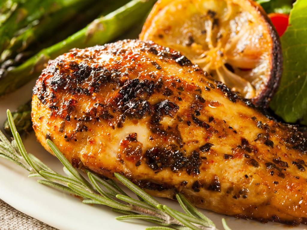 Pollo al limone al microonde, un piatto semplice e molto gustoso da servire