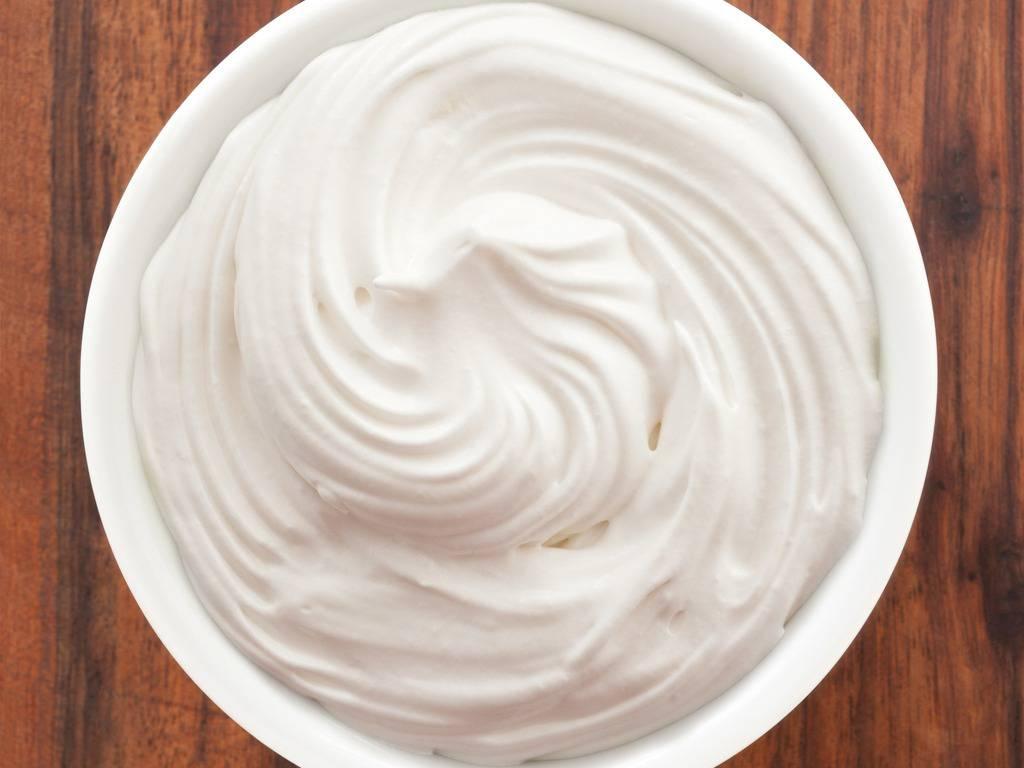 Crema panna e yogurt, la ricetta per farcire torte e dolcetti