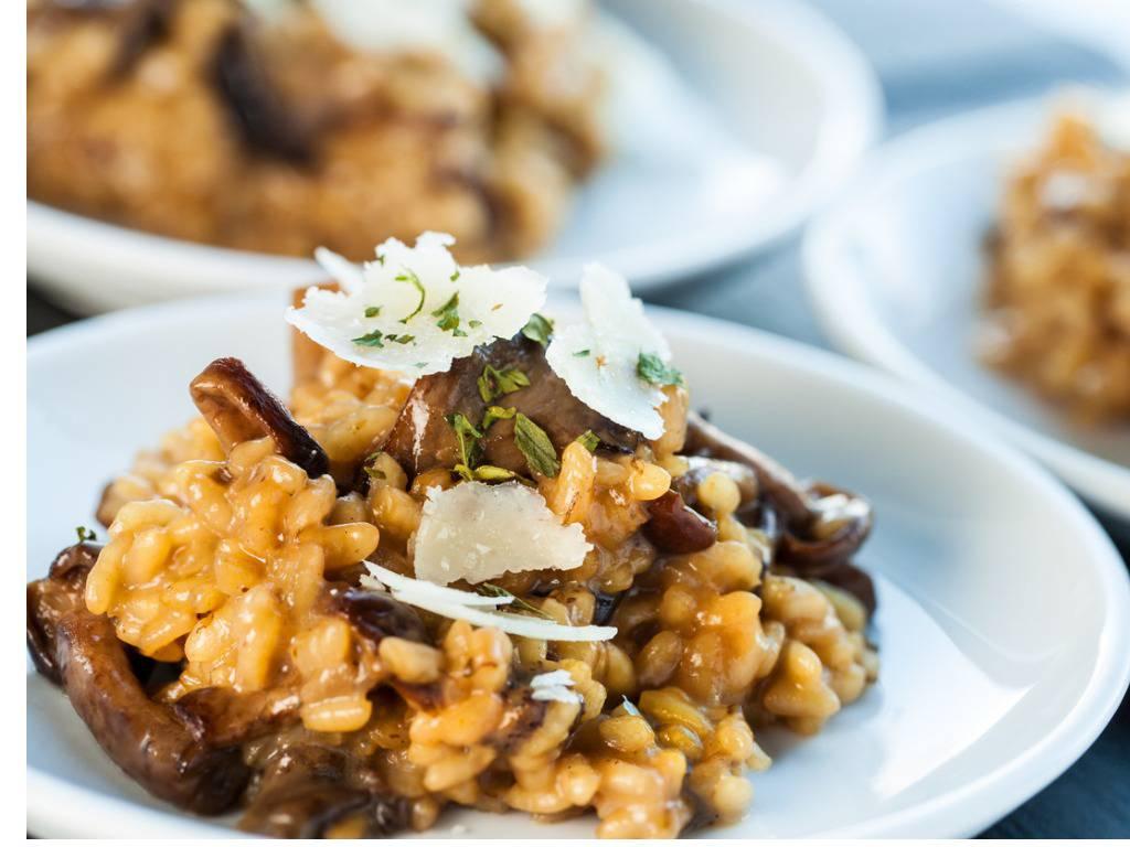 Risotto funghi e salsiccia, una gustosa e veloce ricetta da preparare