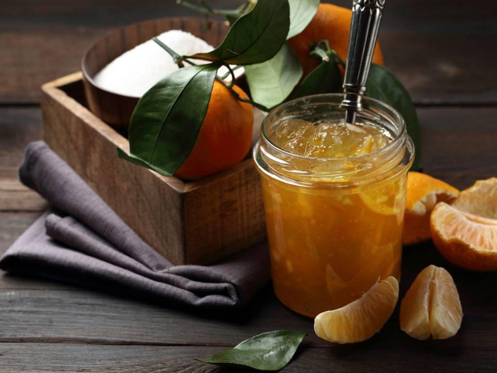 Marmellata di mandarini preparata con soli 4 ingredienti