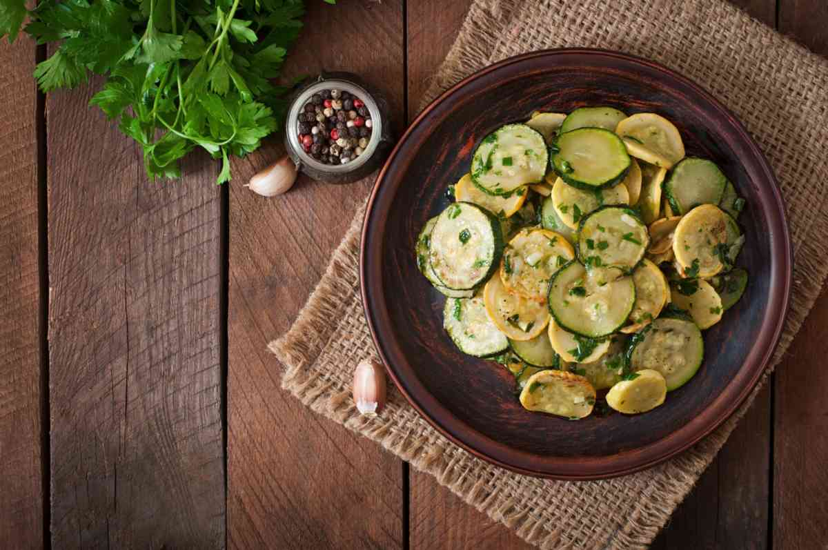 Zucchine lesse, facili e veloci da preparare perfette per ogni piatto