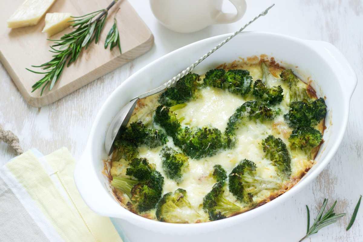 Broccoli al forno, un contorno leggero e veloce da preparare