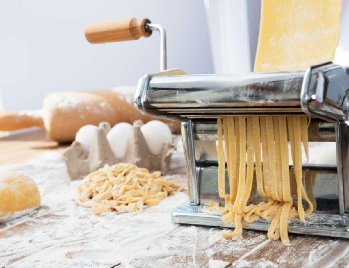 Come preparare la pasta fresca all'uovo, la ricetta facile e veloce