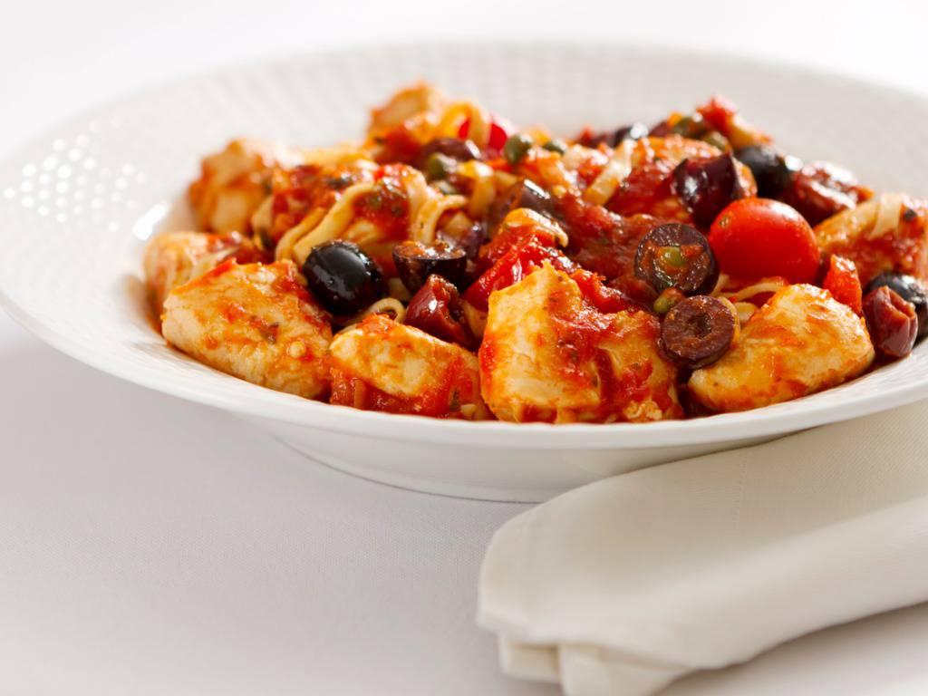 Pollo alla puttanesca, un secondo piatto saporito ed economico da preparare