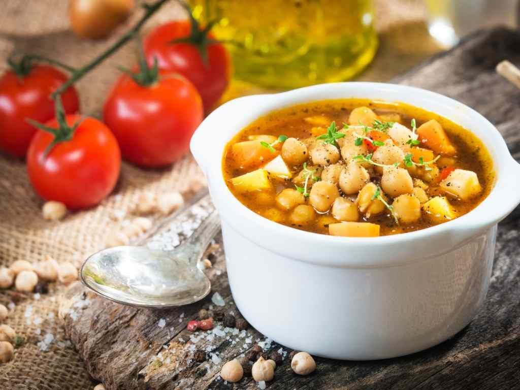 Zuppa di ceci, un piatto saporito e semplice da preparare