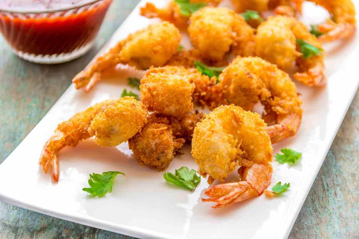 Gamberi impanati e fritti, un antipasto di pesce profumato e molto saporito