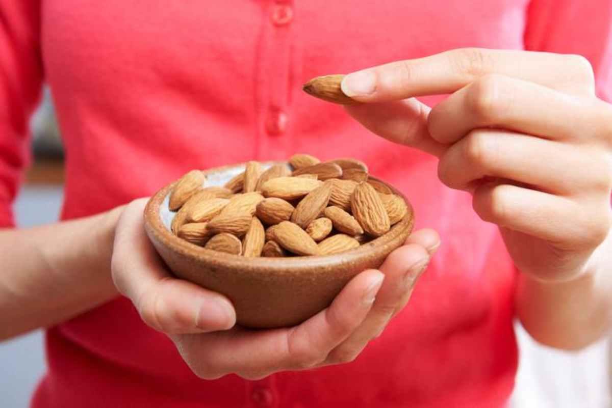 Le mandorle fanno bene alla salute: ma quante mangiarne?