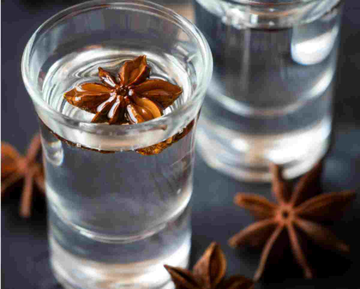Liquore all'anice: digestivo, aromatico e ingrediente per dolci