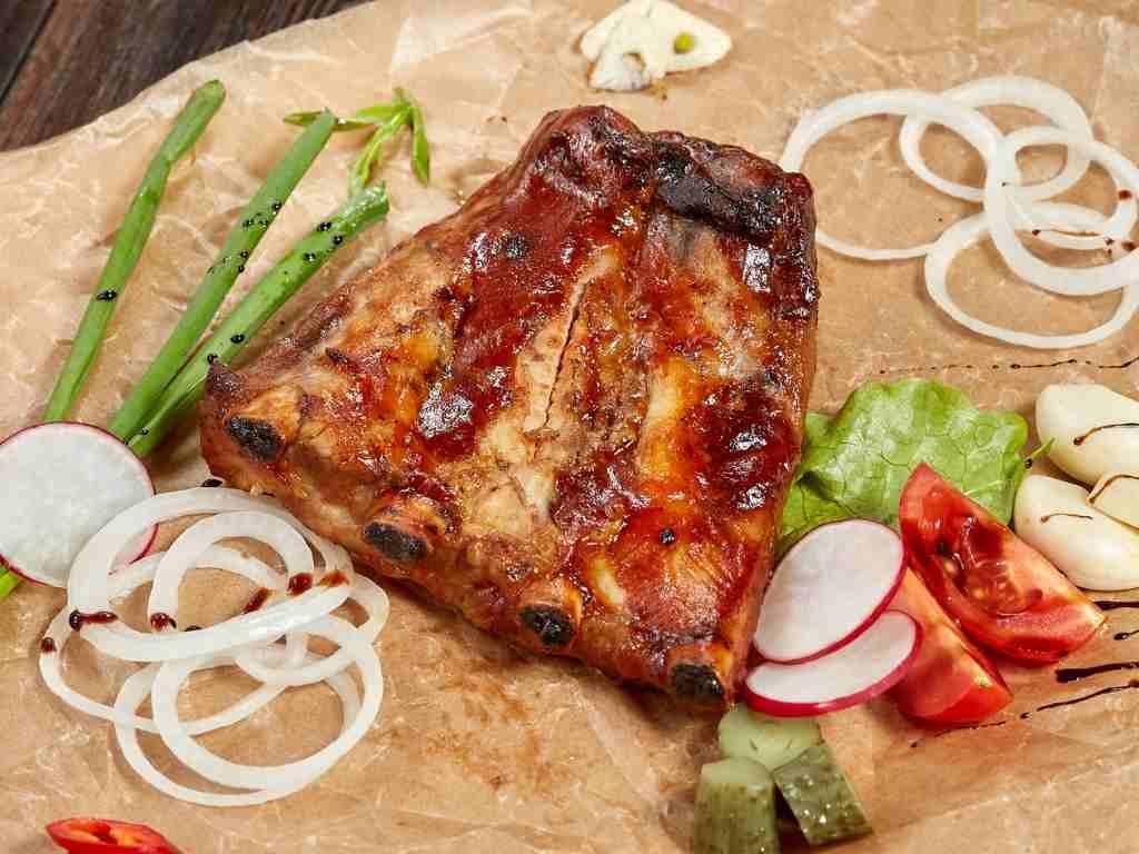 Costine caramellate, un piatto di carne molto saporito da preparare