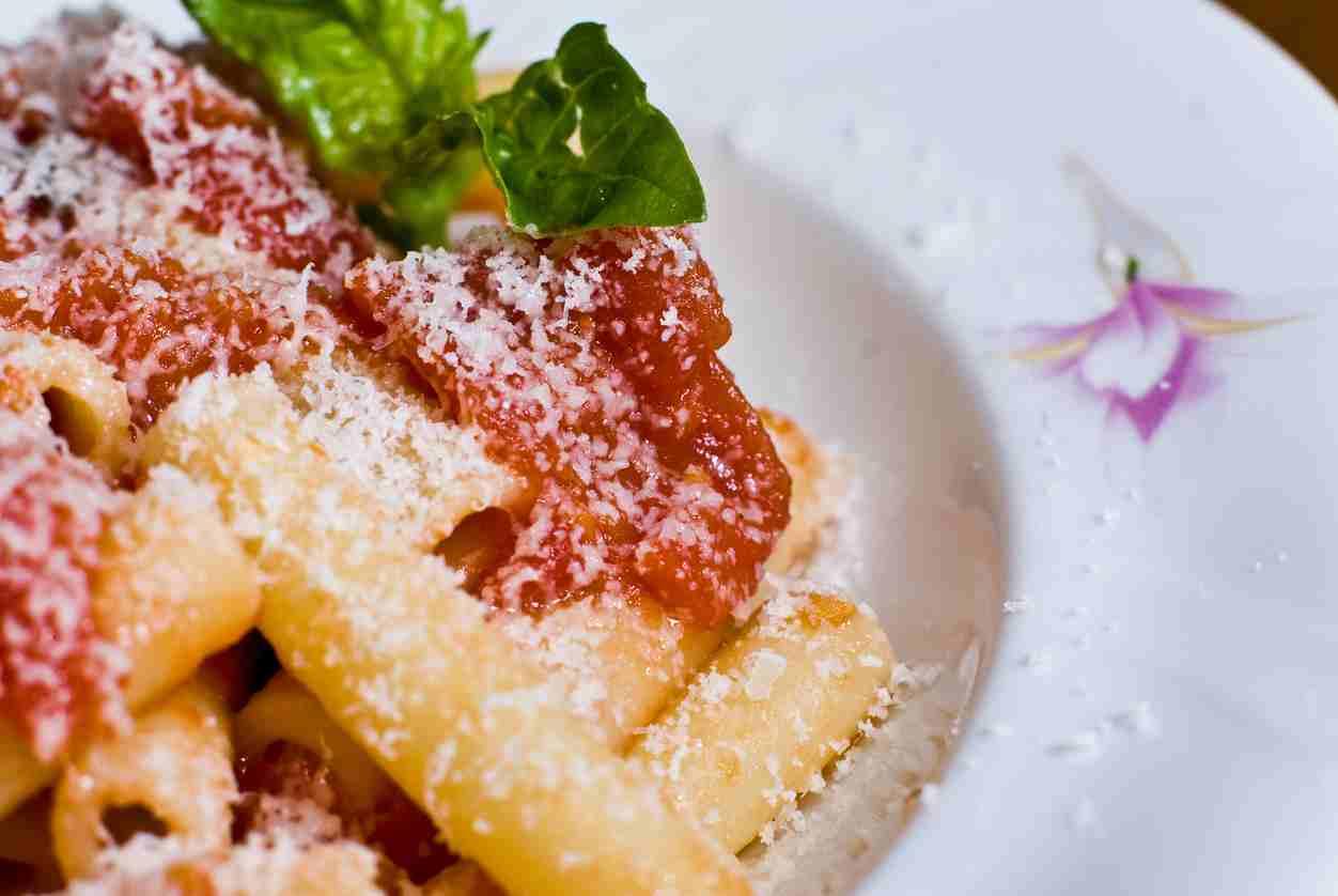 Pasta alla Carcerata, un primo piatto gustoso preparato con semplici ingredienti