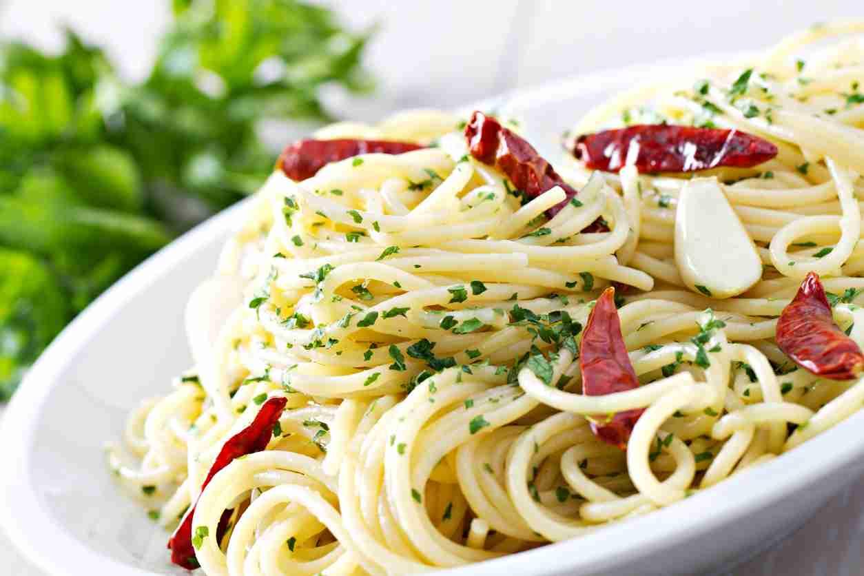 Bucatini piccanti, un piatto molto gustoso preparato con soli 4 ingredienti