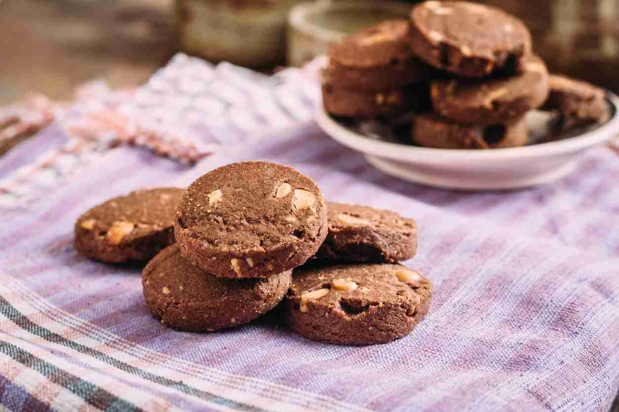Biscotti allo yogurt e cacao senza burro e uova, golosissimi e leggeri