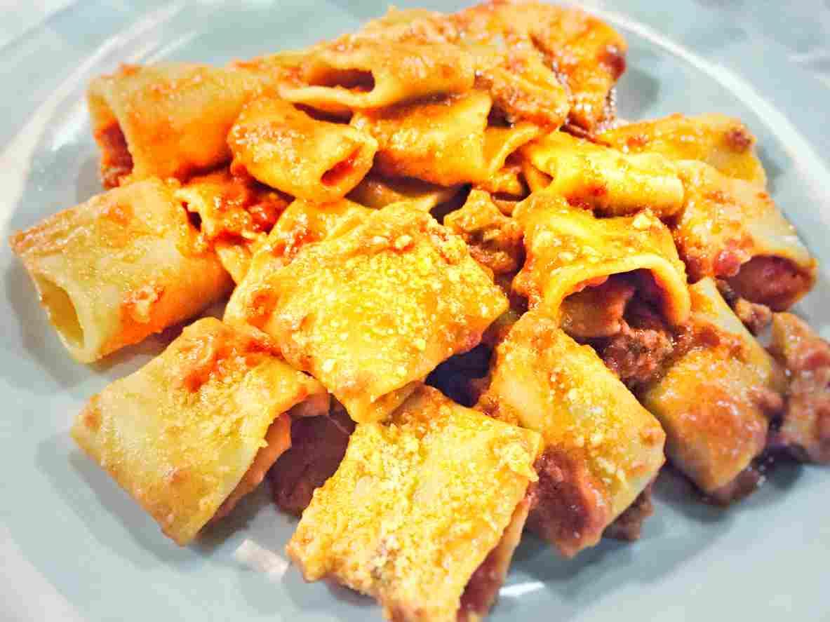 Paccheri al pomodoro e ricotta, un gustosissimo primo piatto napoletano