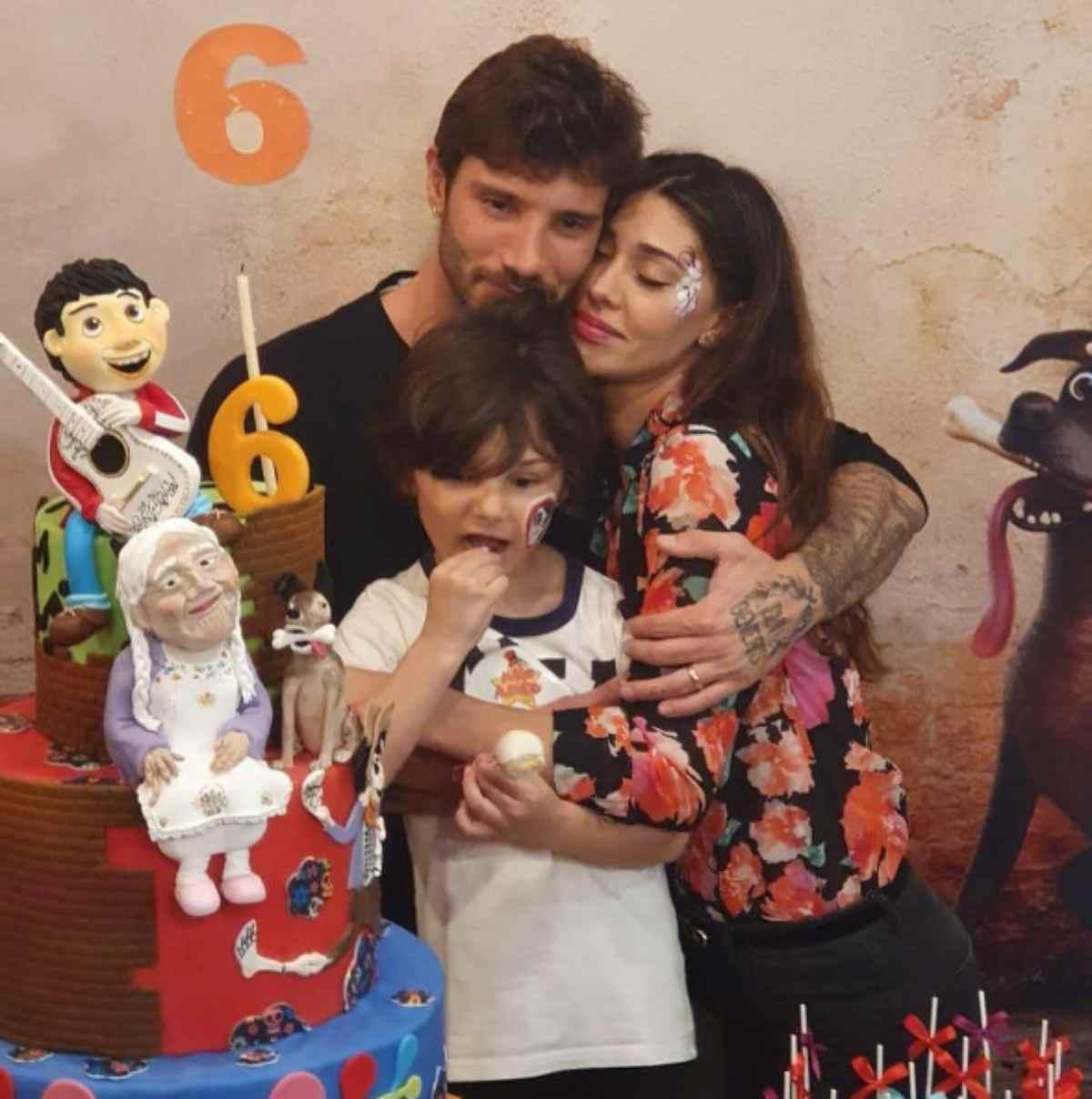 Belen e Stefano, torta di compleanno salernitana per Santiago