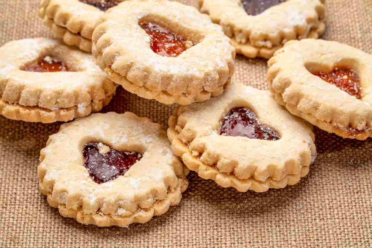 Frollini alla marmellata, deliziosi biscotti preparati in soli 5 minuti