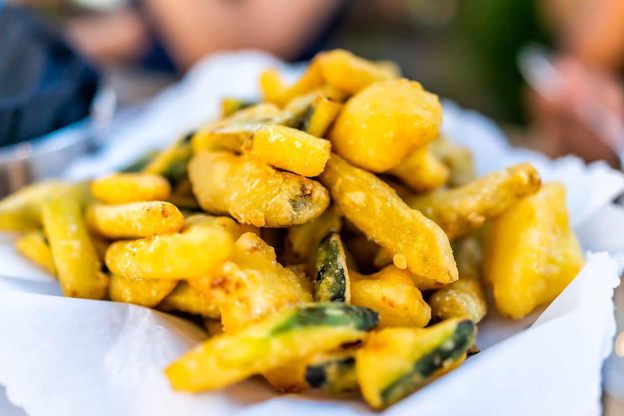 Chips di zucchine, la ricetta veloce per un contorno sfizioso e gustoso