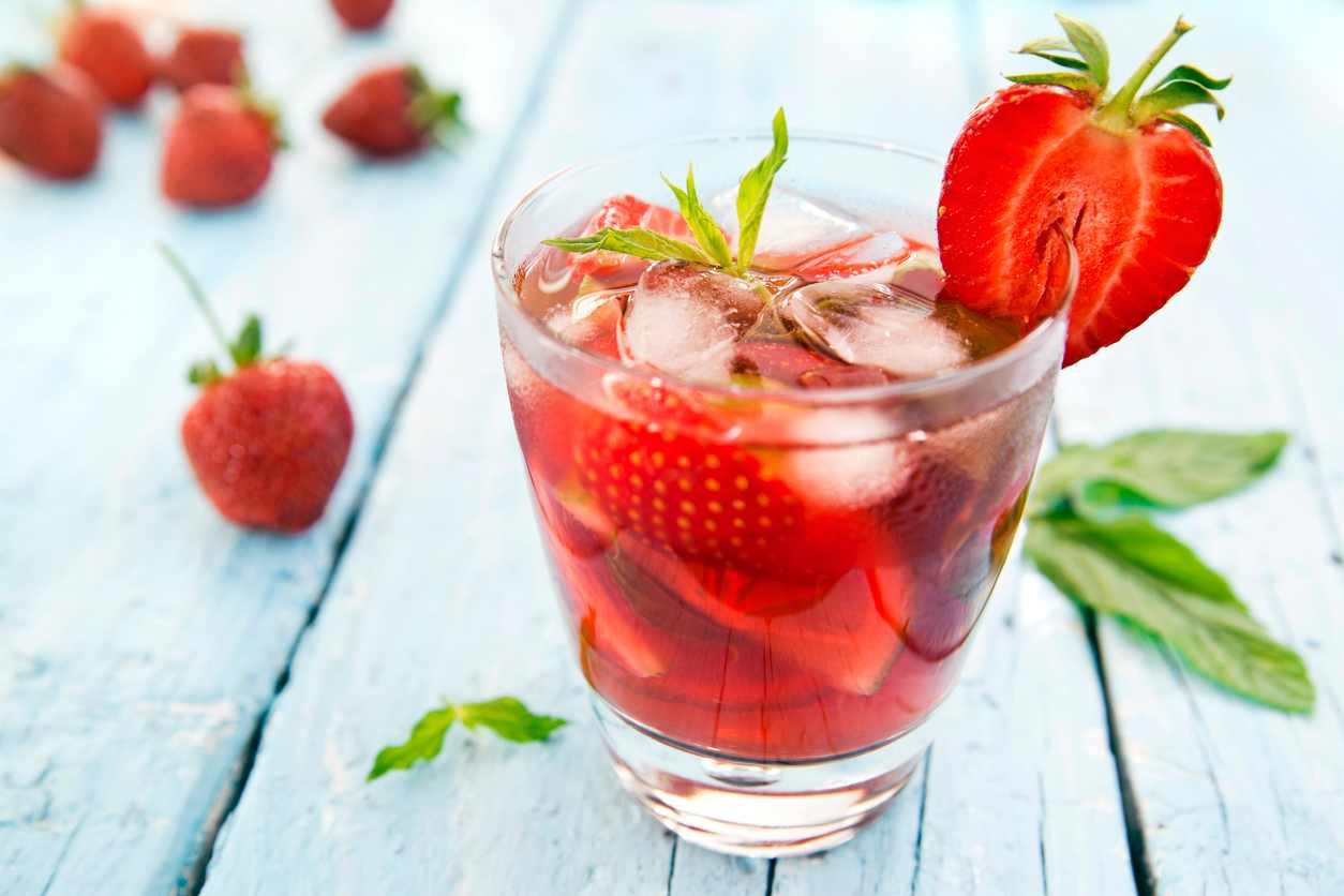 Aperitivo alle fragole, la ricetta per una bevanda fresca e gustosa
