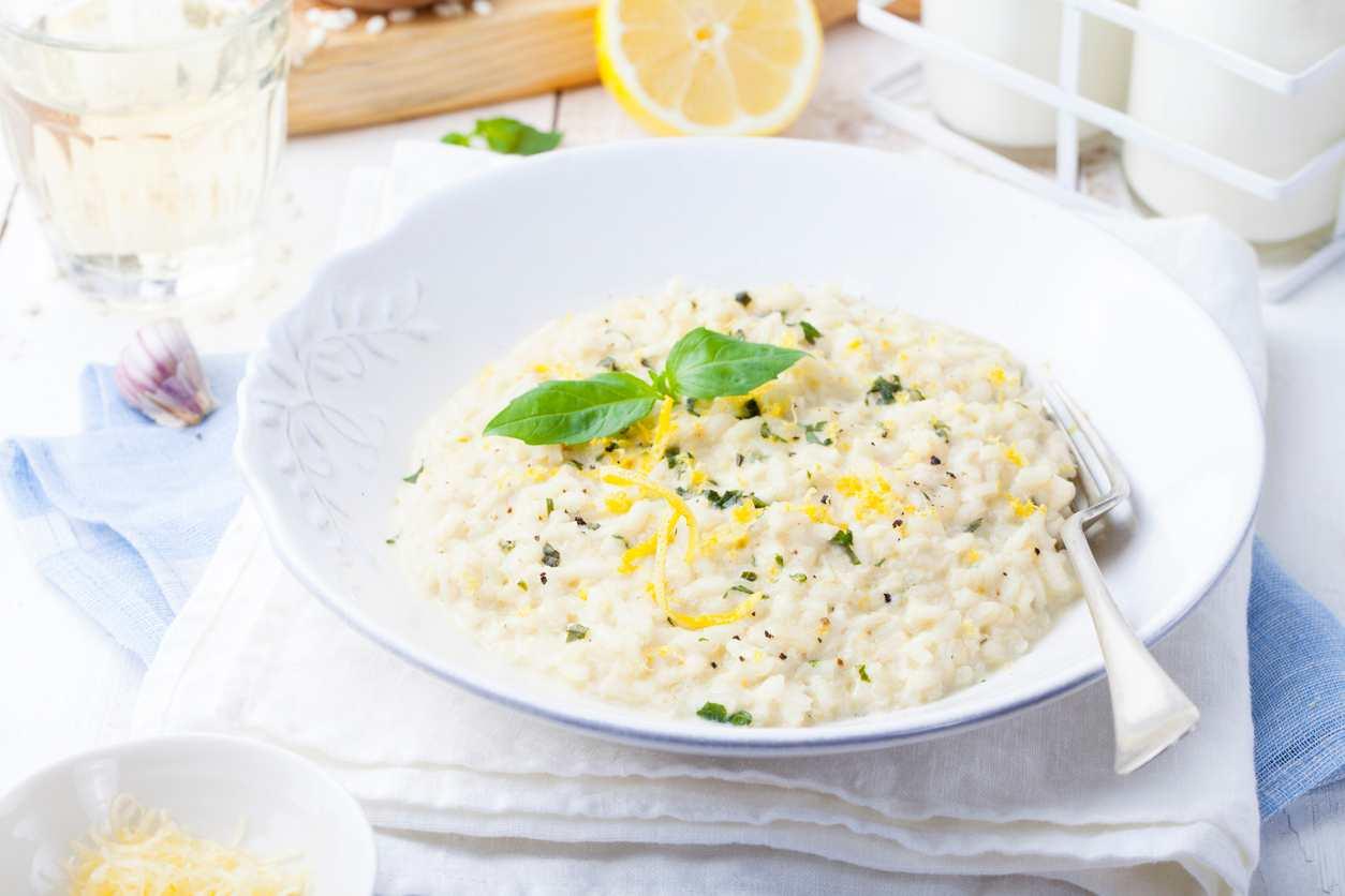 Risotto con finocchio e limone, un piatto gustoso e profumato da preparare