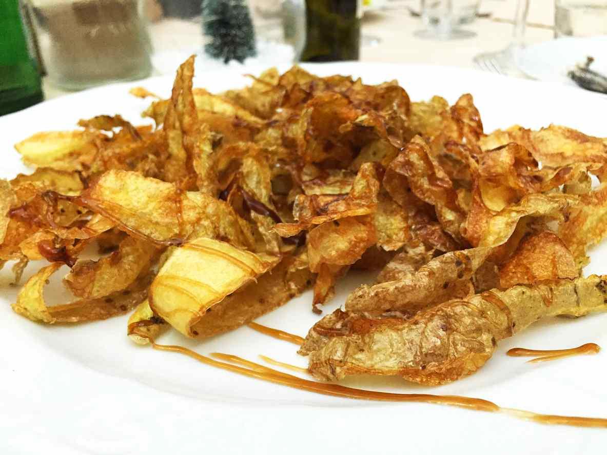 Bucce di patate fritte, un contorno poverello e super gustoso da servire