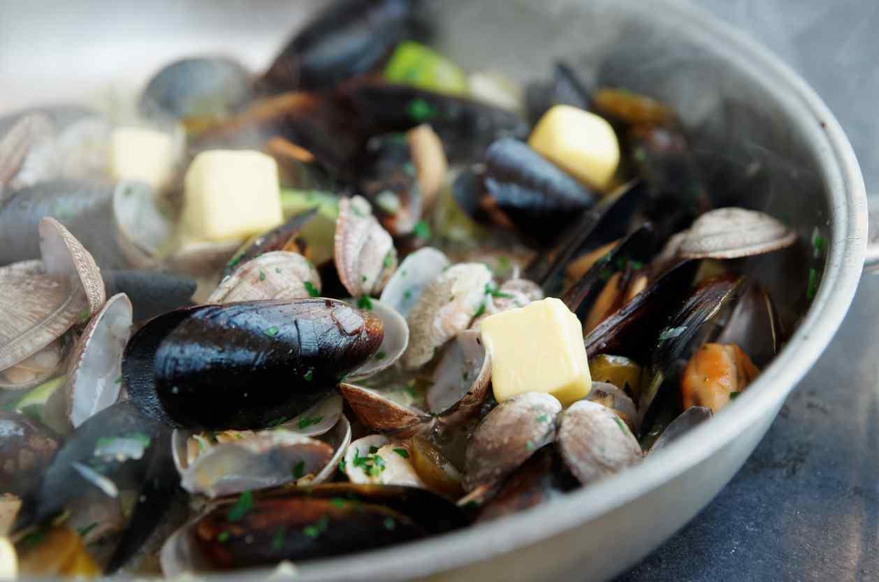 Soutè di cozze e vongole, la ricetta veloce per le vostre occasioni speciali