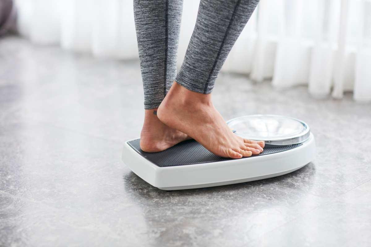 Salire sulla bilancia ogni giorno aiuta a perdere peso