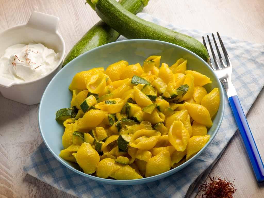 Pasta con zucchine al profumo di zafferano, una veloce e semplice ricetta