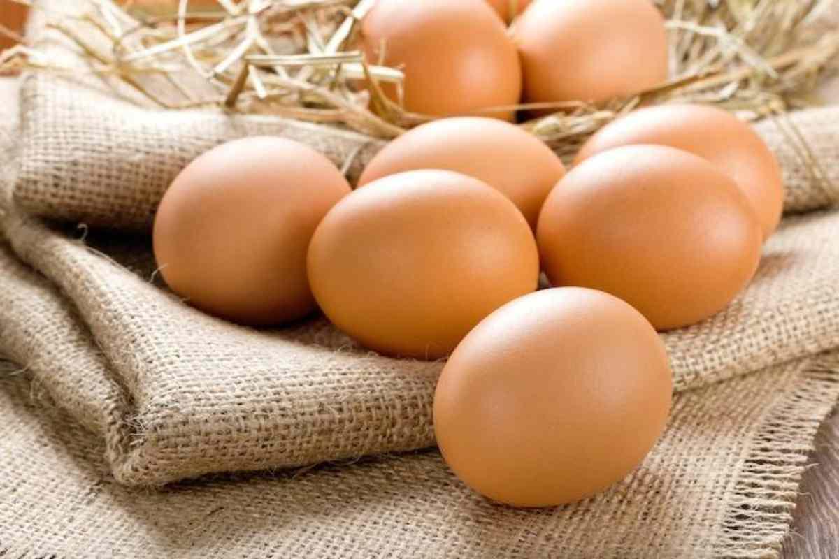 Mangiare più di un uovo al giorno aumenta il rischio di infarto