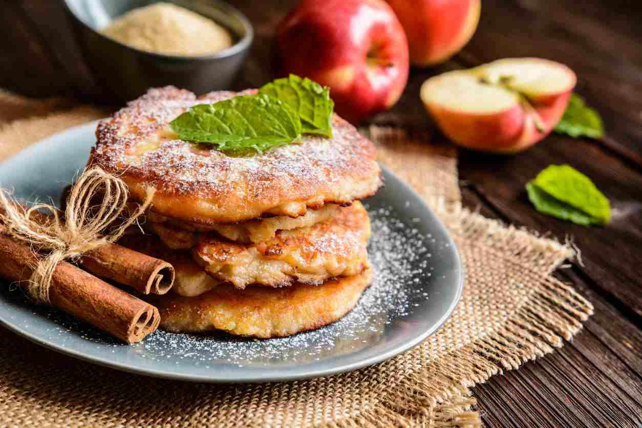 Frittelle di mele e arancia, un dessert sfizioso e goloso da servire
