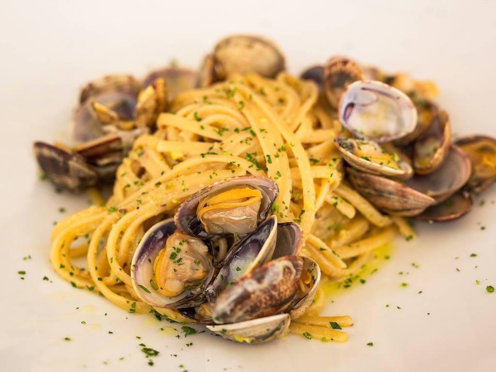 Linguine alle vongole, la ricetta originale napoletana per un piatto dal profumo di mare