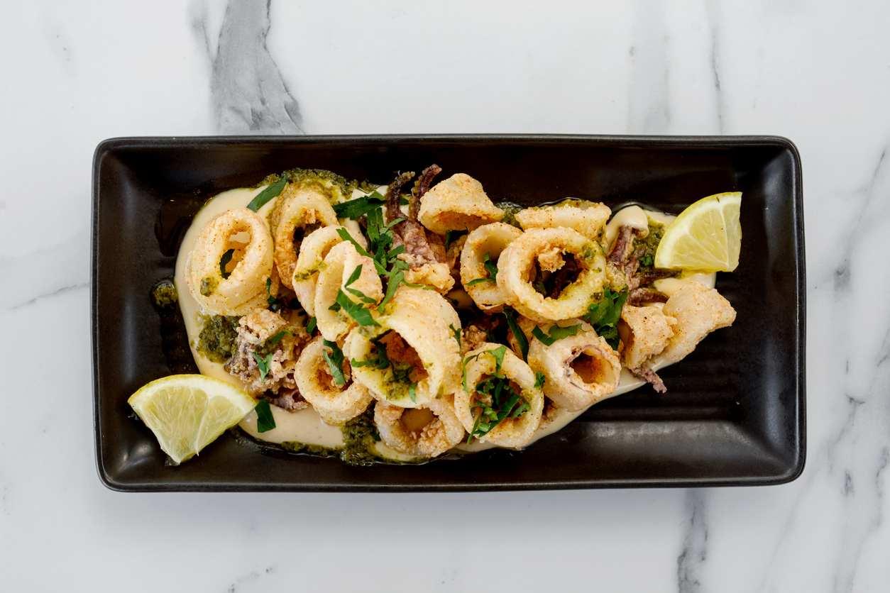 Calamari al limone, la ricetta gustosa per un piatto leggero e veloce