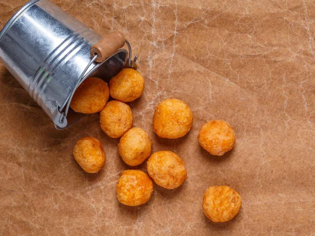 Bombe di patate al formaggio, gustosissime e cotte in forno