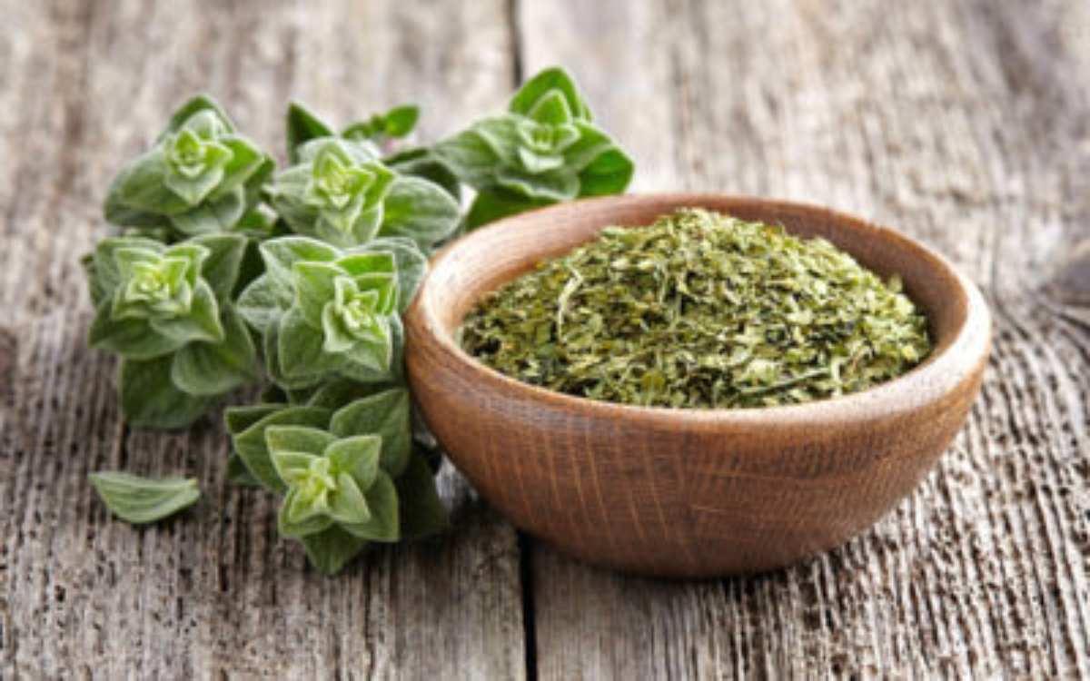 Colesterolo alto: tre alimenti super efficaci per ridurre i livelli