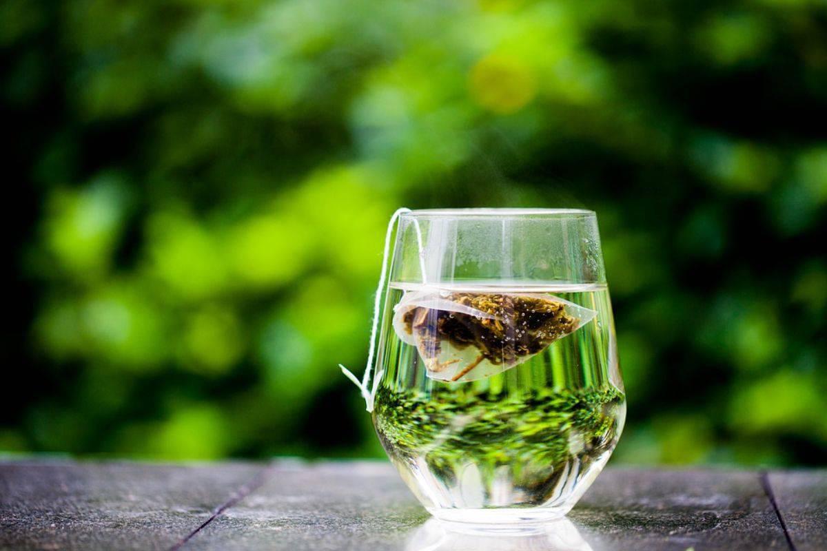 Occhio a queste bustine di tè: i ricercatori lanciano l'allarme